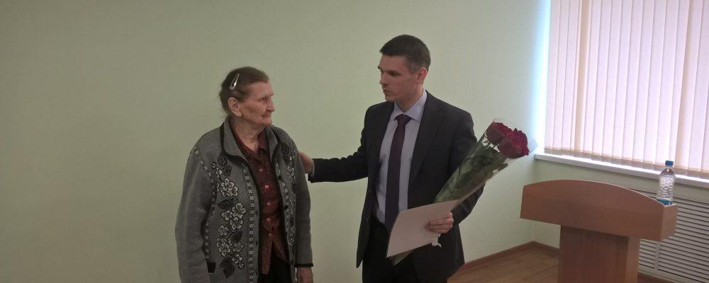 Жительницу Левобережного района поздравили с юбилеем