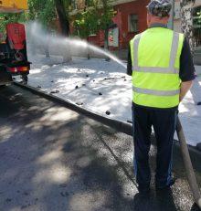 В Левобережном районе полным ходом идут работы по устройству газонов на ул. Героев Стратосферы