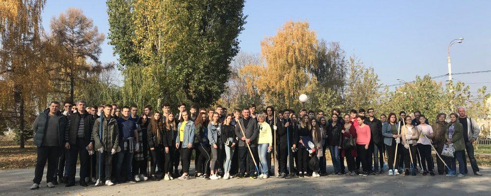 В рамках месячника по благоустройству в Левобережном районе  г. Воронежа прошла молодежная  акция «Мы – за чистое будущее!»