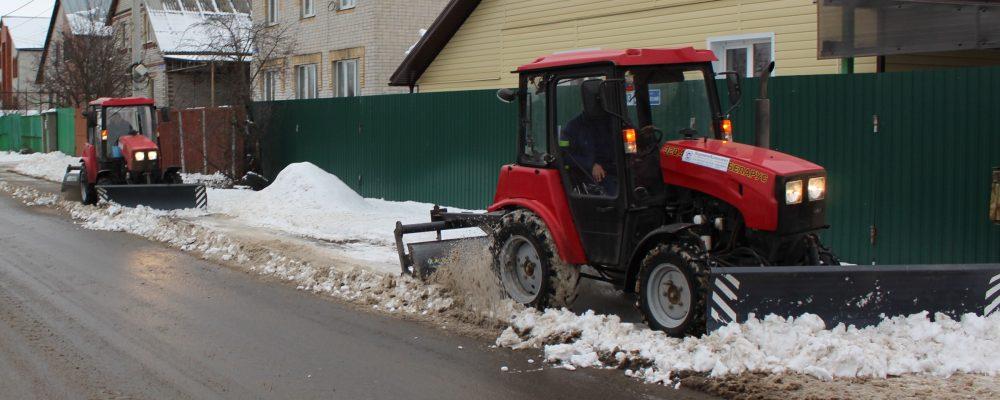В Левобережном районе продолжаются активные работы по приведению улично-дорожной сети в надлежащее санитарное состояние.
