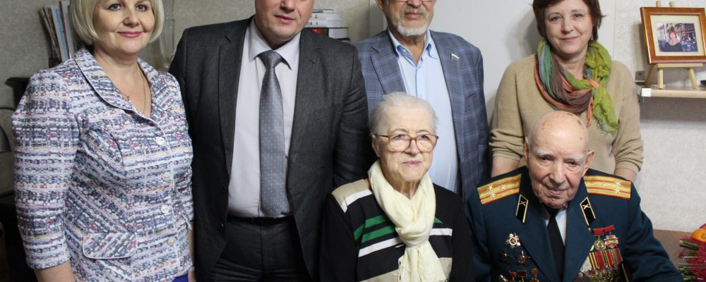 В Левобережном районе посетили Ветерана Великой Отечественной войны Зимовца Николая Кузьмича и вручили юбилейную медаль «75 лет Победы в Великой Отечественной войне 1941-1945 гг.».
