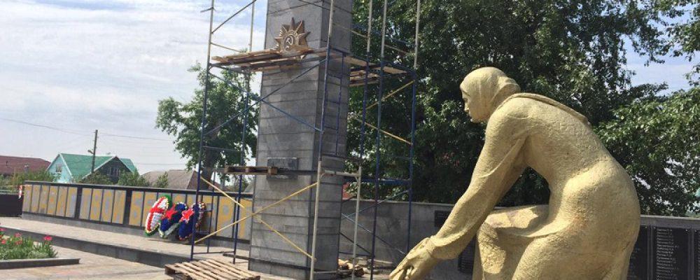 В Левобережном районе приступили к ремонту Братской могилы №211