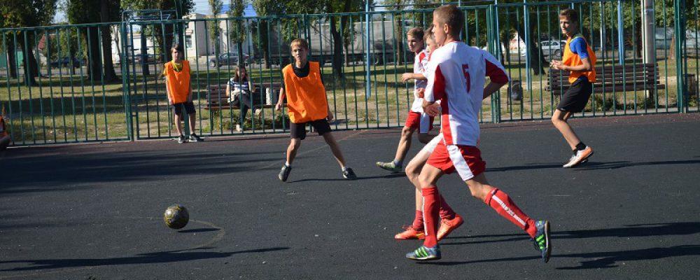 В Левобережном районе прошли районные соревнования по футболу «Кожаный мяч»