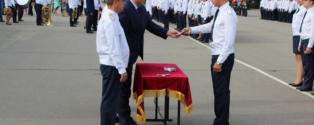 Состоялось торжественное вручение погон лейтенантов выпускникам Воронежского института ФСИН России