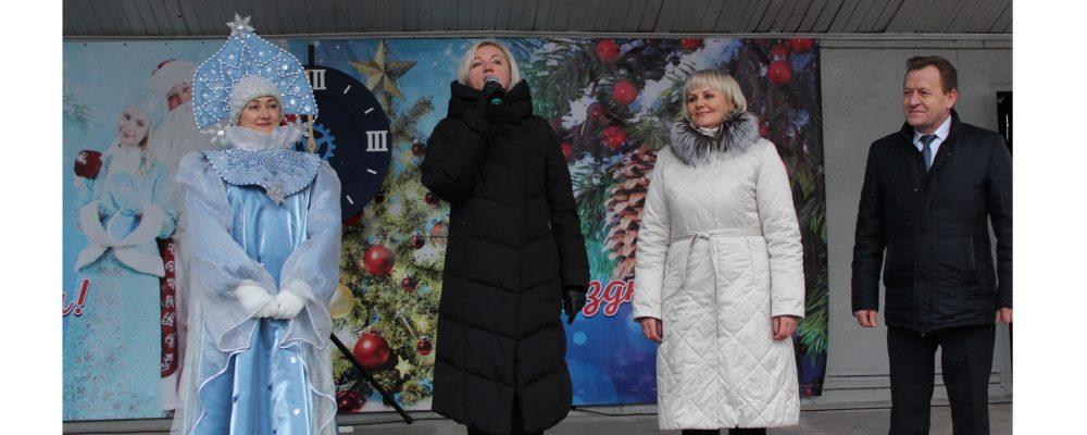 В Левобережном районе состоялось открытие районной новогодней елки