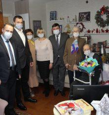 В Левобережном районе посетили Ветерана Великой Отечественной войны Зимовца Николая Кузьмича и поздравили с 98 днем рождения и наступающими новогодними праздниками.