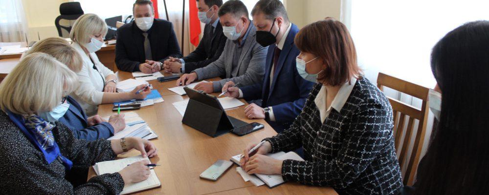 Руководитель управы Левобережного района Вадим Башилов провел очередную встречу с депутатами Воронежской областной и городской Думы по вопросу реализации наказов избирателей.