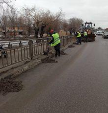 В Левобережном районе продолжается работа по приведению улично-дорожной сети в надлежащее санитарное состояние.