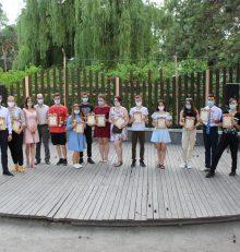 25.06.2021 в 16.00 в парке «Алые паруса» (ул. Арзамасская, 4 А),  с соблюдением cанитарно-эпидемиологических требований, прошло торжественное мероприятие, посвященное Дню молодежи.