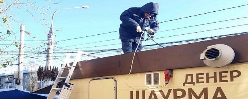 В Левобережном районе проведены  работы по отключению незаконно установленных нестационарных торговых объектов от электросетей.