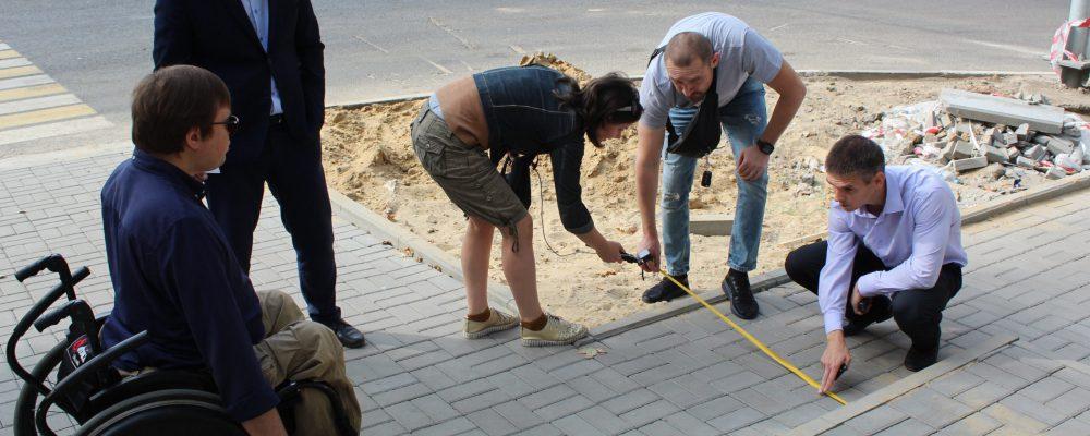25 сентября в Левобережном районе прошло выездное совещание по контролю за ремонтом тротуаров и их адаптации для маломобильных групп граждан.