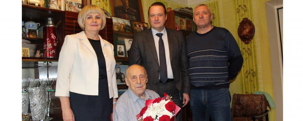 Ветерана Великой Отечественной войны, почетного гражданина города Воронежа и Левобережного района Некраша Сергея Валерьевича поздравили с 96-летием.
