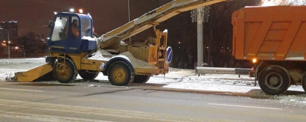В Левобережном районе приняты меры по предупреждению  образования снежного накатка и активно ведется работа по поддержанию удс района в надлежащем состоянии.