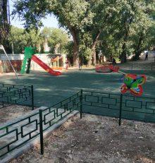 В Левобережном районе активно ведутся работы по благоустройству дворовых территорий.