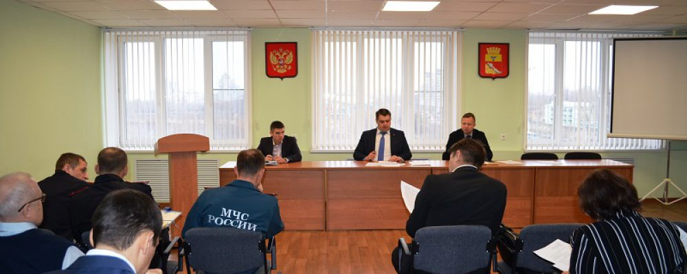 В управе Левобережного района обсудили вопросы безопасности при подготовке и проведении Новогодних праздников