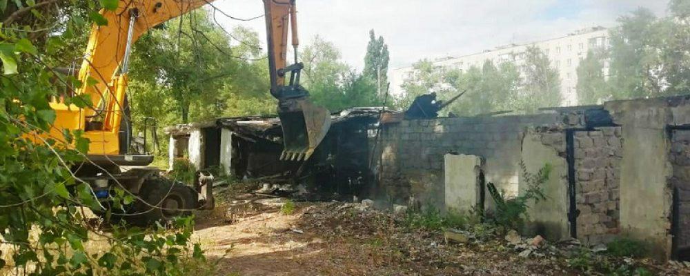 В Левобережном районе продолжается снос ветхих построек